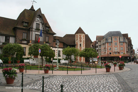 Photo mairie deauville for Office du tourisme yvelines