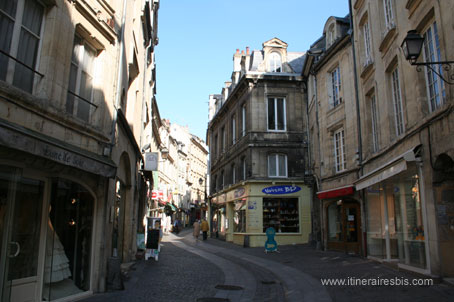 http://www.itinerairesbis.com/choix_monde/europe/france/regions/calvados/photocaen/rue.jpg
