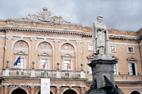 Visite de Recanati statue de Leopardi