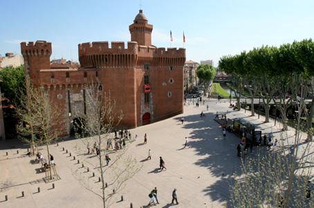 Photo le castillet porte de ville puis prison perpignan - Mobilier de france perpignan ...