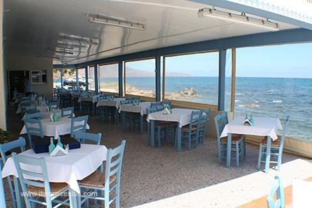 Le Restaurant Fish Tavern 1960 à Kissamos une terrasse abritée du ...